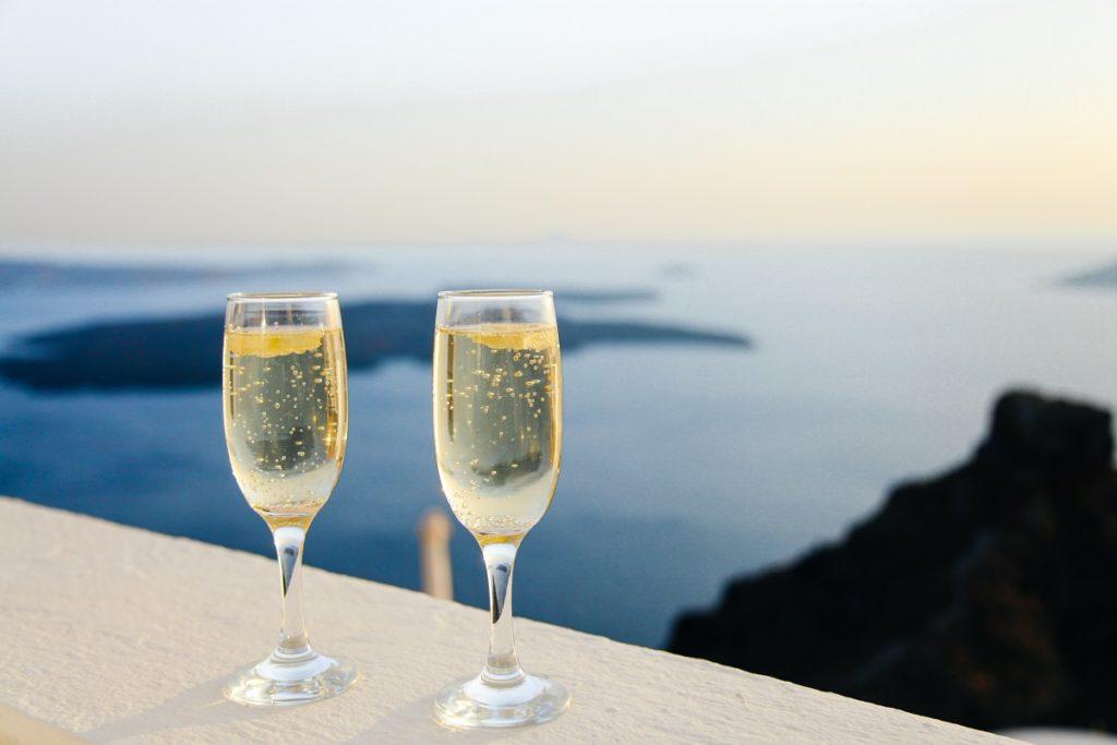 2 glasses of champange
